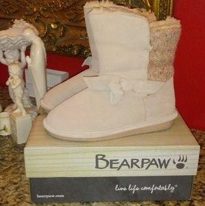 1016 BearPaw Geneva Boots
